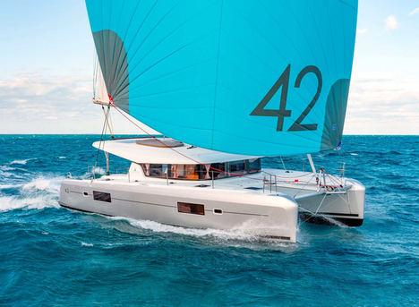 Ibiza se consolida como destino estrella en verano para navegar, según Escapada Catamarans