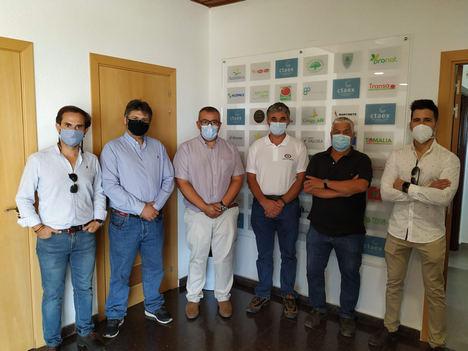 José Luis Llerena, director de CTAEX, junto a parte del equipo de Biottonia NaturalCare, último socio adherido al Centro.