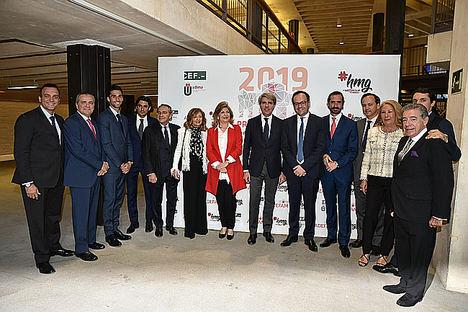 La familia Suárez, propietaria del Grupo Suárez, recibe el Premio ADEFAM a la familia empresaria del año