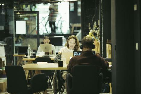 El 95% de las grandes empresas adoptará modelos híbridos de trabajo, según una encuesta de Impact Hub Madrid