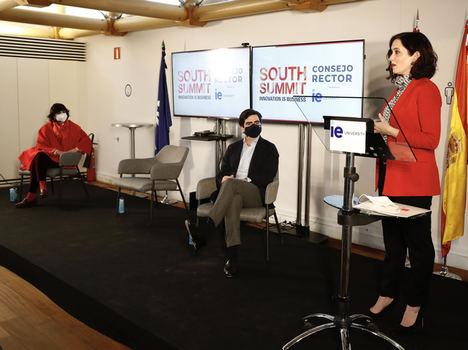 Isabel Díaz Ayuso presenta la línea abierta contra la hiperregulación en el Consejo Rector de South Summit, en IE University