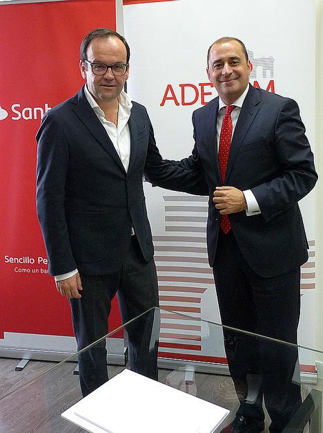 Izqda: Alberto Z. Álvarez (ADEFAM) y Jerónimo Sánchez (Banco Santander).
