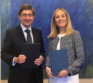 El Presidente de Bankia, José Ignacio Goirigolzarri, y la vicepresidenta del BEI, Emma Navarro.