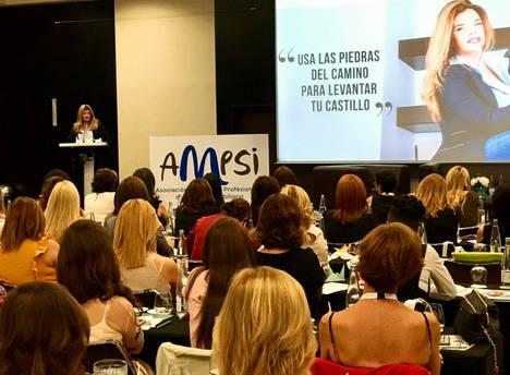Johanna Manzanaro levanta al auditorio en su última conferencia