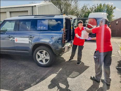 Jaguar Land Rover entrega viseras impresas en 3D y despliega más de 300 vehículos