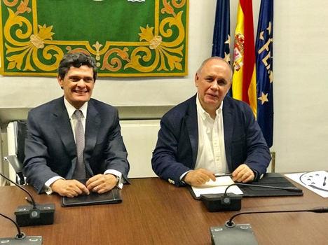 Jaime Echegoyen, presidente de Sareb y el secretario general de la FEMP, Carlos Daniel Casares.