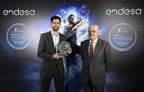 Javier Beirán con el Premio Endesa 2019, junto a José Bogas, Consejero Delegado de Endesa.