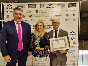 Javier Fernández, Patricia Martín y Juan Oliveira, con el premio y diploma.