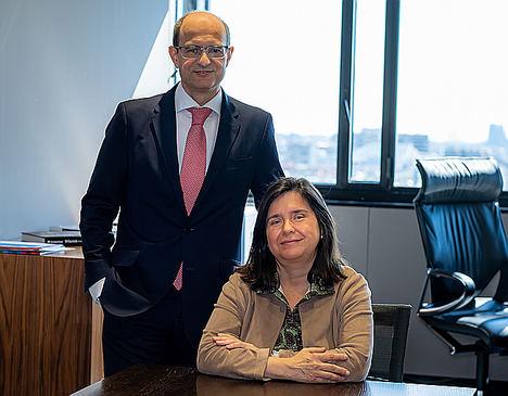 Javier Valle, director general y Carmen Gimeno,directora general adjunta de VidaCaixa.