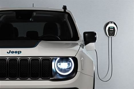 "Jeep Renegade y Compass 4xe ""First Edition"""
