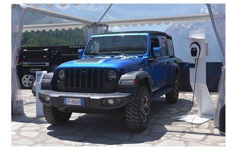 Más de 100 Accesorios de Mopar para el nuevo Jeep Wrangler 4xe