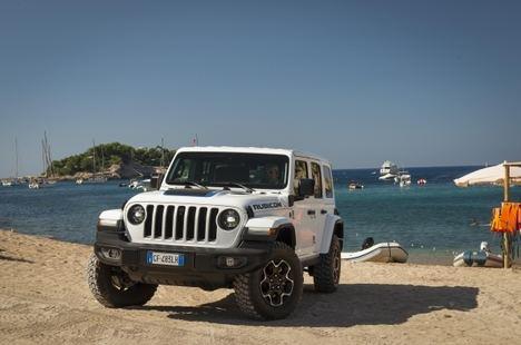 El nuevo Jeep Wrangler 4xe demuestra sus prestaciones en Ibiza