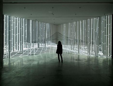 La exposición 'Joanie Lemercier. Paisajes de luz' reflexiona sobre la relación de la naturaleza y la tecnología a través de siete instalaciones audiovisuales