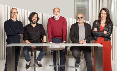 Jordi Guix, Gabriel García de Oro, Jordi Urbea, José María Batalla y Gemma Gutiérrez en la sede de Ogilvy Barcelona.
