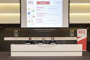 Carlos Puig de Travy, presidente del Registro de Economistas Auditores del CGE  Valentín Pich, presidente del Consejo General de Economistas (CGE)  Mario Alonso, presidente del Instituto de Censores Jurados de Cuentas (ICJCE).