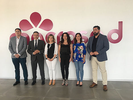José M. Muñoz, Antonio Sutil, Toñi Aguilar, Rocío Ruiz, Maribel Lozano y Andrés Rodríguez, en el Edificio 'Big Bang' de la cooperativa Macrosad.