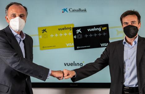 Juan Gandarias, consejero delegado de CaixaBank Payments & Consumer, y Marco Sansavini, Presidente de Vueling.