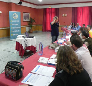 Julio Bonmati impartiendo su conferencia.