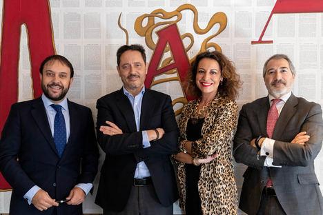 De izq. a dcha.: Carlos García-León, vicepresidente;  Emilio Martínez, presidente;  Mercedes Carmona, secretaria general  y Emilio Gude, tesorero. Junta Directiva Inkietos (2020-2023).