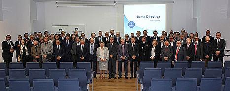 Junta Directiva con presidente de la CEV, Salvador Navarro.