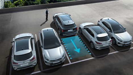 La tecnología del nuevo Kia Sorento ayuda a entrar y salir de aparcamientos estrechos