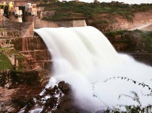 La Central Hidroeléctrica de Cambambe tiene un salto de agua de 30 metros.
