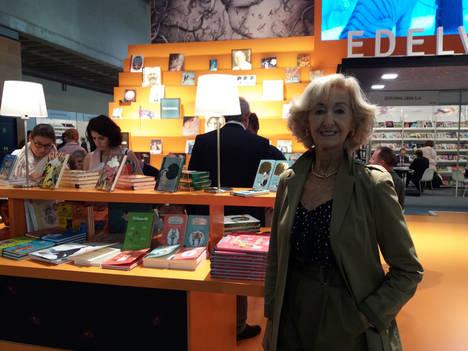 La Comunidad de Madrid presenta el 'retrato robot' del lector: mujer joven, con preferencia por la novela en papel y que lee una media de 11 libros al año