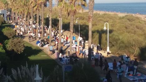La FOE y Huelva Comercio alarmados ante los 'manteros' que 'inundan' Islantilla y la Antilla