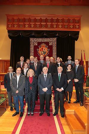 Presidencia, premiados y representantes de Fundación Inade