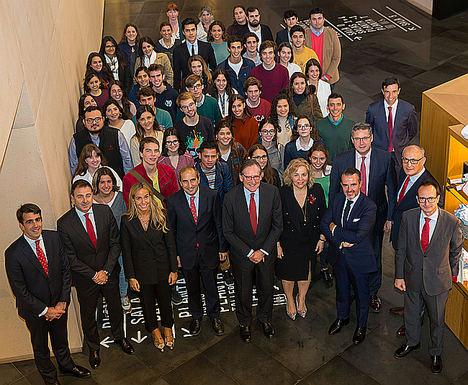 La Universidad de Navarra y Banco Santander renuevan su convenio para fomentar las becas de estudio, el emprendimiento y la empleabilidad