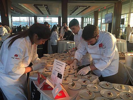 La cocina madrileña de Javier Estévez triunfa en Nueva York en una gala ante mil personas