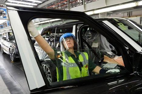 El primer Range Rover fabricado con medidas de distanciamiento social