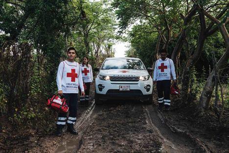 Land Rover con la Cruz Roja donde haya un desastre