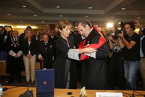 La presidenta del CGAE impone la Gran Cruz al decano de ICAMALAGA.