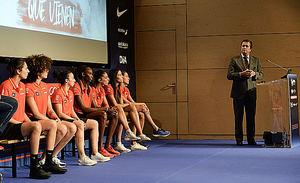La selección femenina de baloncesto, en la sede de Endesa durante el acto de despedida antes de la Copa del Mundo.