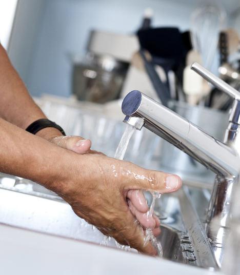 El confinamiento eleva el consumo de agua de los hogares por encima del 10%