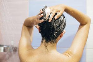 Lavarse el pelo con frecuencia, ¿perjudicial o no?