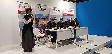 De izda. a dcha.: Leila Tekaia, Directora de Turismo de Túnez; Jamel Bouzid, Director General Adjunto de Turismo de Túnez; Wacef Chiha, Embajador de Túnez en España; Karim Gueddiche, Director Central de Producto de Tunisair; y Moez Ben Rejab, Representante General de Tunisair para España y Portugal.