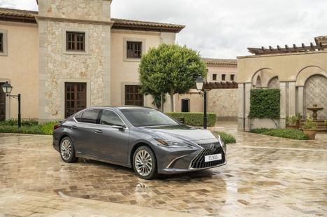 Lexus lanza la nueva gama ES 300h 2022
