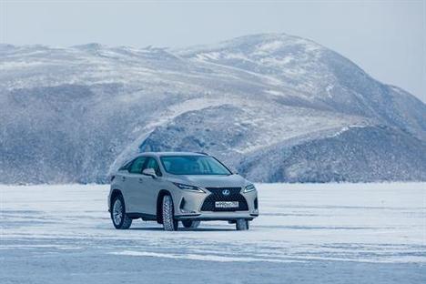 Lexus brilla sobre el hielo siberiano