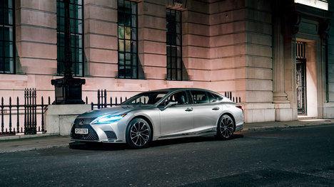 La búsqueda de la perfección en la pintura de los modelos de Lexus