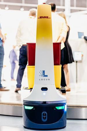 DHL amplía su acuerdo con Locus Robotics y prevé implantar cerca de 2.000 robots colaborativos hasta 2022