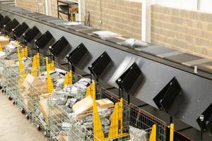 Los clasificadores Crossbelt Sorter verticales destacan cuando se trata de proporcionar un ritmo elevado y ahorrar espacio al mismo tiempo.