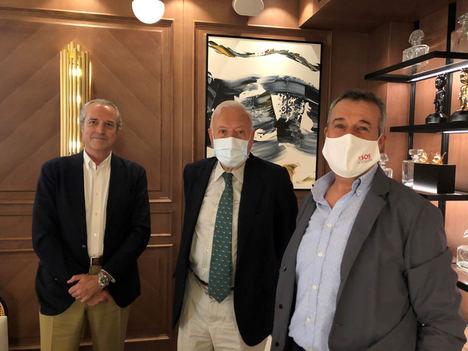 Los hosteleros piden ayuda a García-Margallo para evitar la pérdida de ingresos por el cierre de las máquinas