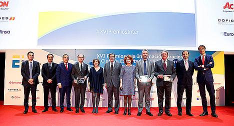 Los premiados con la Secretaria de Estado de Economía, Ana de la Cueva; María Peña, Ceo del Icex y el pte. del Club de Exportadores, Antonio Bonet.