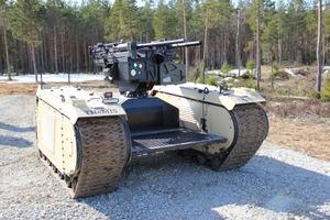 Durante el EW Live Milrem Robotics desplegó su THeMIS UGV equipado con la estación remota de armas ADDER DM deST Engineering para atacar objetivos que fueron identificados por un UAV.