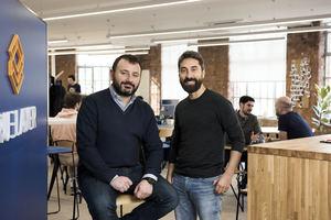 Luca Martinetti (izqda.), cofundador y CTO de TrueLayer y Francesco Simoneschi, CEO y cofundador de TrueLayer.