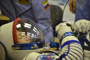 Luca Parmitano con su traje espacial Sokol.