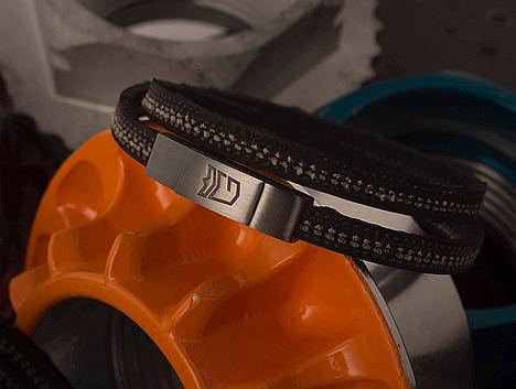 MONGRIP anuncia la edición limitada de pulseras realizadas con los neumáticos utilizados por Ayrton Senna