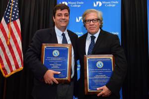 El periodista español Manuel Aguilera fue premiado por el Instituto Interamericano por la Democracia